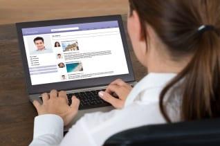 Redes sociales: ellas impulsan o perjudican su carrera?