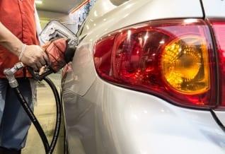DineromaNews: Petrobrás anuncia más aumento de gasolina