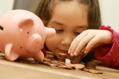 4 cosas sobre los ahorros que debe enseñar a sus hijos