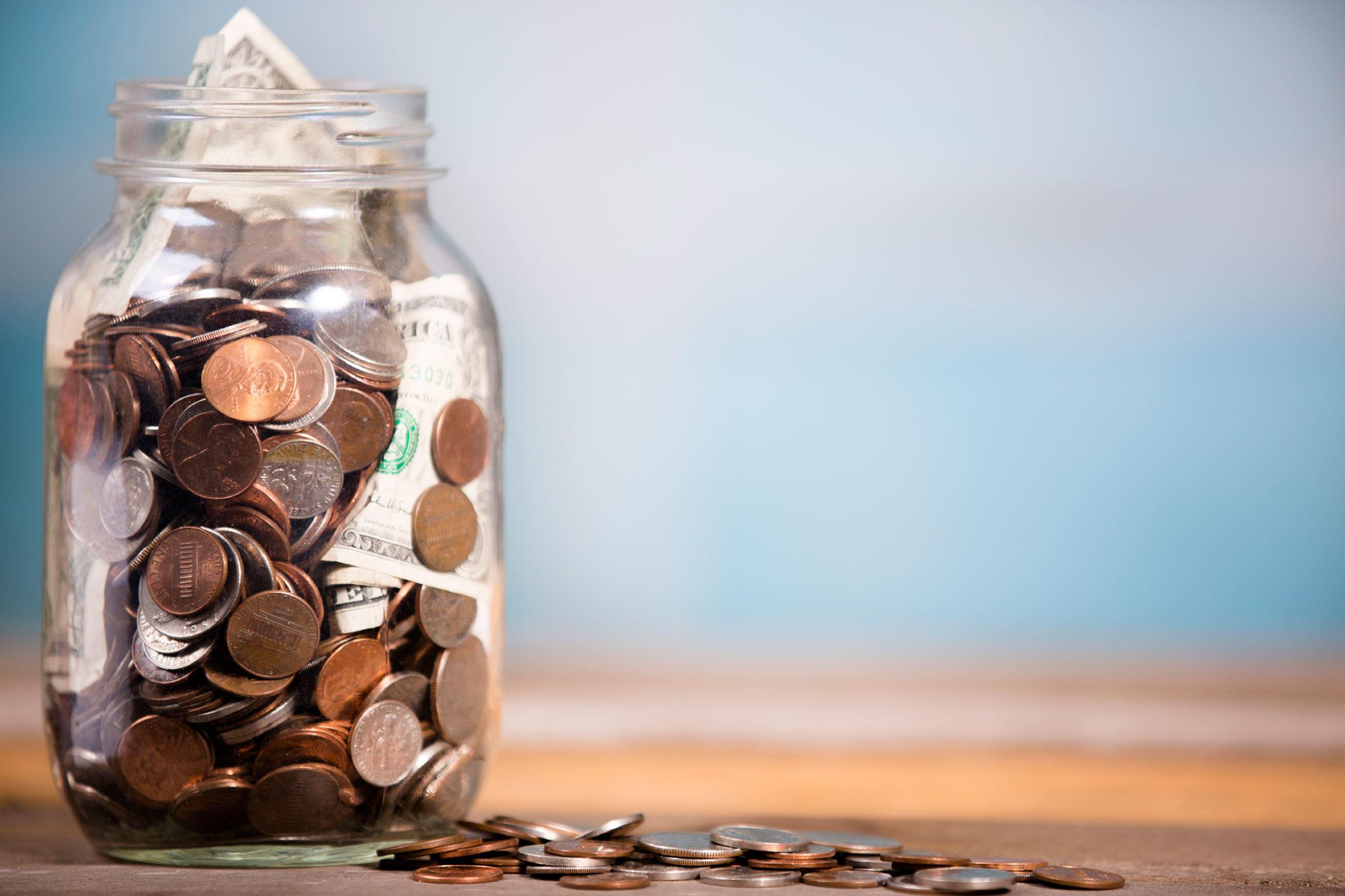 Guía del profesional independiente para imponer impuestos al dinero en un tarro de albañil