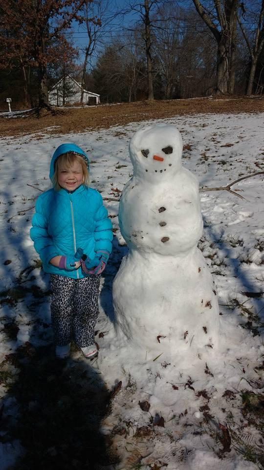 Mi hija y su muñeco de nieve