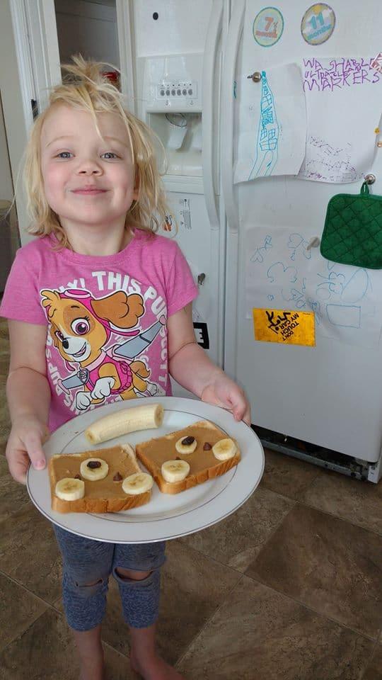 frugal tostada de mantequilla de maní osos con plátanos chips de chocolate pasas invaluable hija feliz