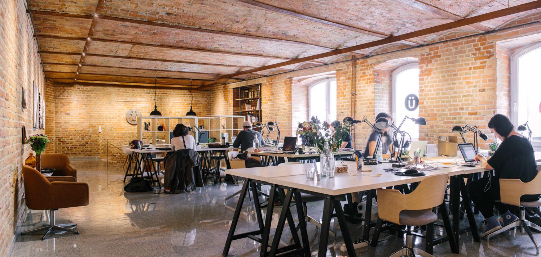 Trabajando de forma remota el espacio de coworking Uberlin Berlín Alemania
