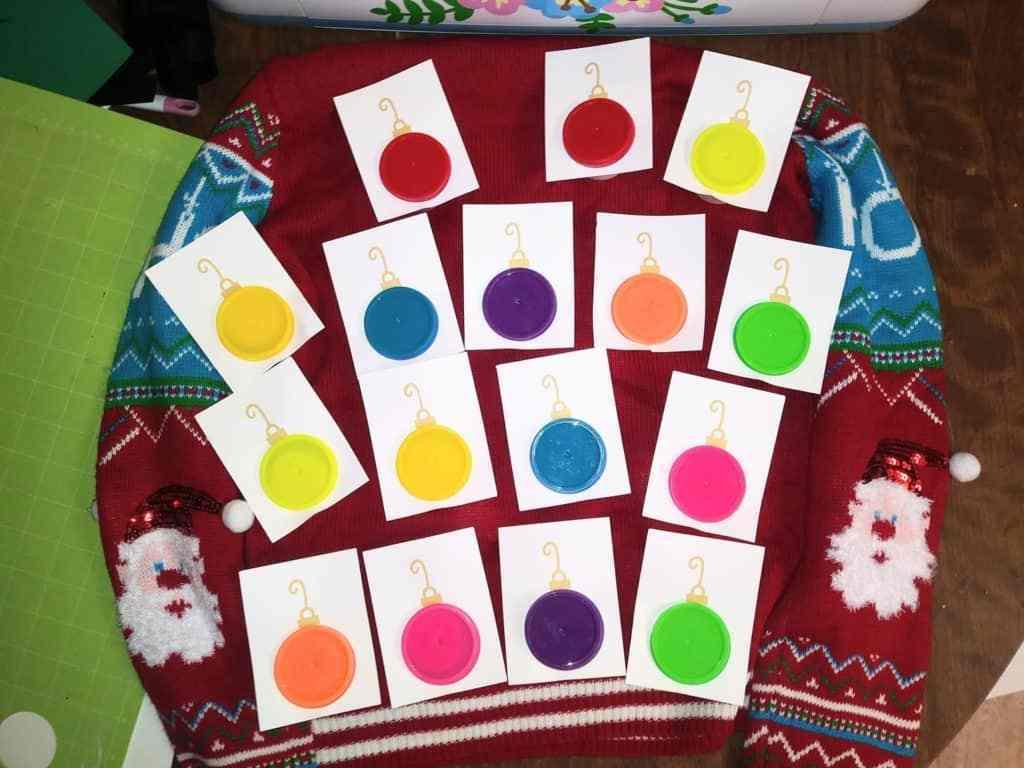 Escriba nombres o saludos festivos en cada tarjeta o váyase como está.