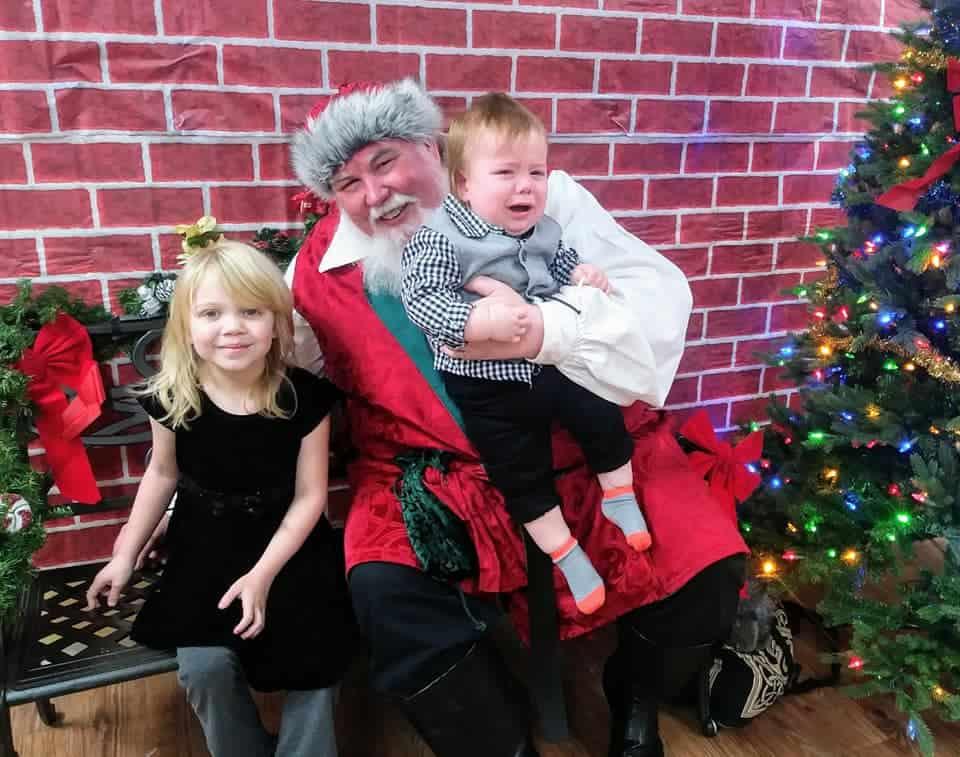 Mi hijo (13 meses) y mi hija (5 años) conocieron a Santa este año. 2018