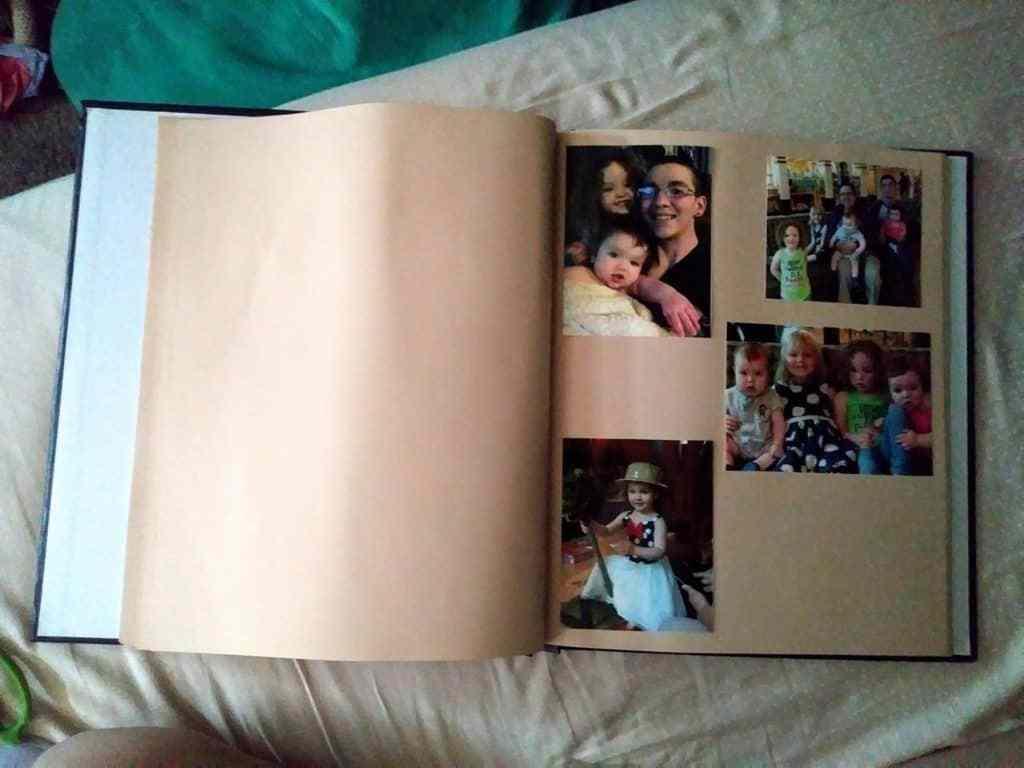 Una foto completada. Aquí está una de las páginas del libro. Hay muchísimas páginas llenas de fotos amorosas.
