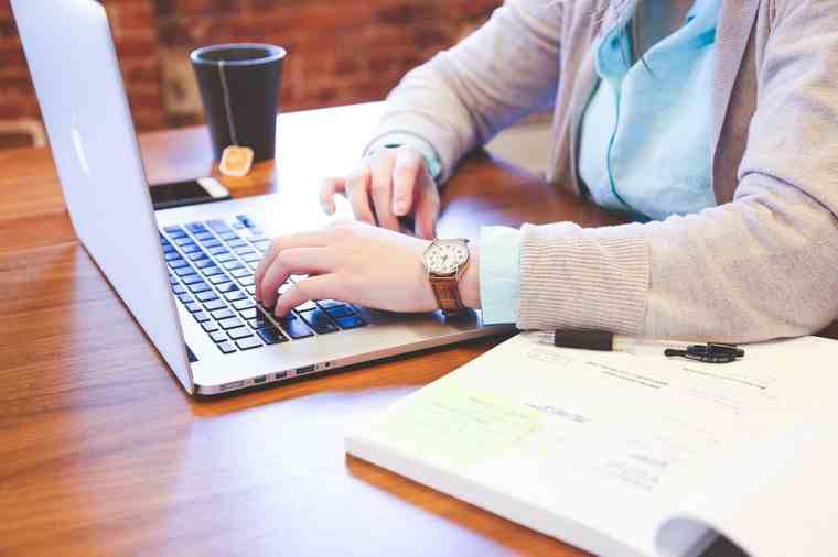 Obtenga dinero para probar sitios web como una madre que se queda en casa