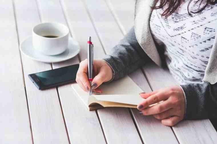Gana dinero por escribir un contenido como una madre que se queda en casa