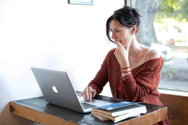 Conviértete en un escritor de libros como una madre que se queda en casa