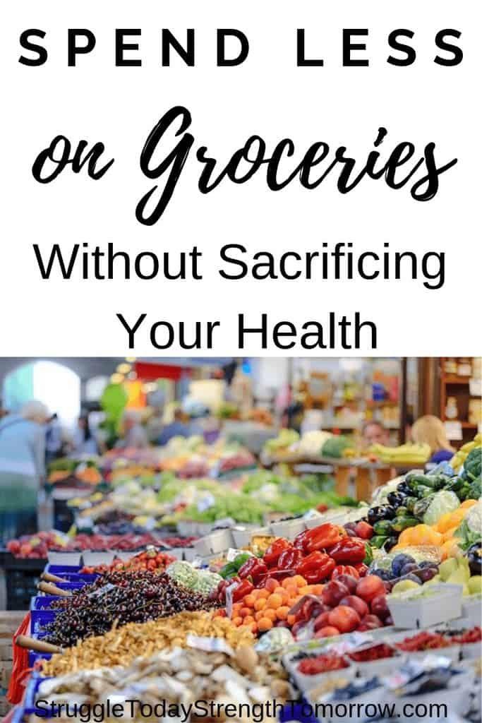 Cómo gastar menos dinero en comestibles sin sacrificar la salud de su familia. ¡Comer sano con un presupuesto es posible y estoy compartiendo los mejores consejos para ayudar a lograrlo!