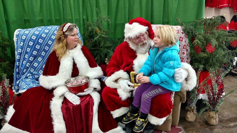 2017 Local Rural King Store tenía a Santa y a la Sra. Claus disponibles para fotos gratis, la mejor parte era que no había fila para esperar.
