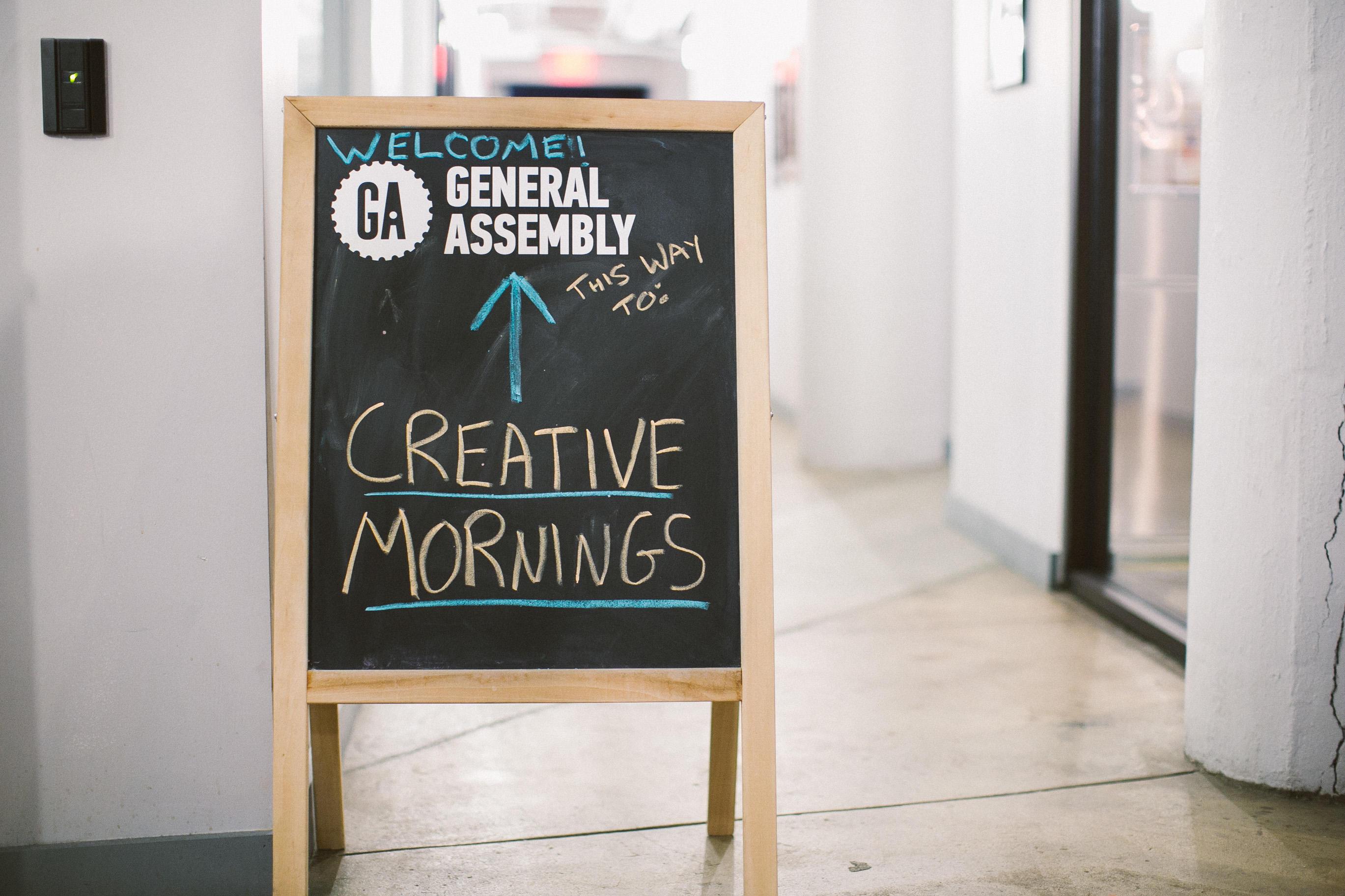 Trabajando de forma remota por las mañanas creativas
