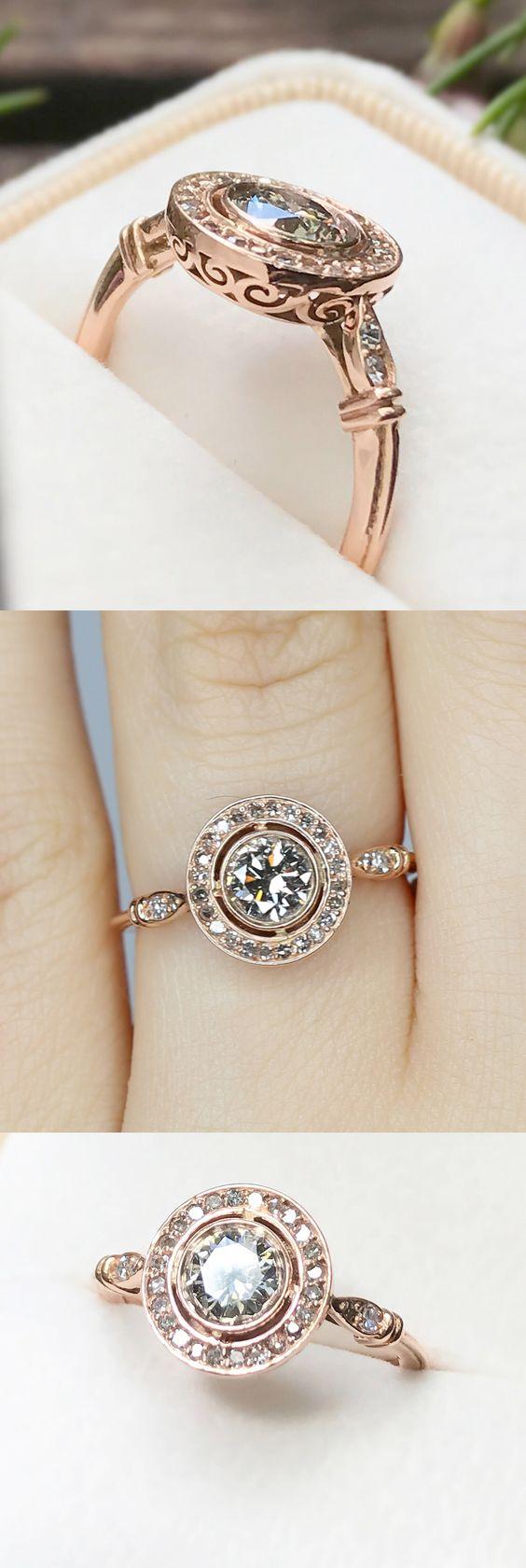 Inspirado en elementos de diseño Art Deco, georgiano y eduardiano, este anillo combina elementos antiguos y contemporáneos para crear un aspecto limpio, majestuoso y glamoroso.