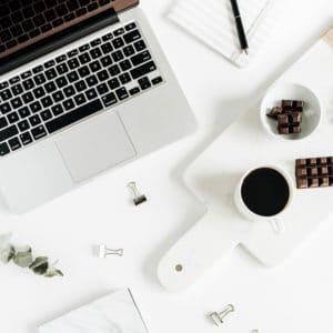Cómo comenzar un blog exitoso en 6 simples pasos: elija el tema de su blog, elija un nombre de dominio, elija la plataforma correcta, compre hosting, instale WordPress, seleccione un tema. ¿Listo para ganar dinero blogueando? Hice más de $ 3k después de 3 meses. ¡Usted también puede!