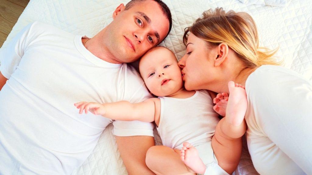 American Express dará a los nuevos padres 5 meses de licencia pagada