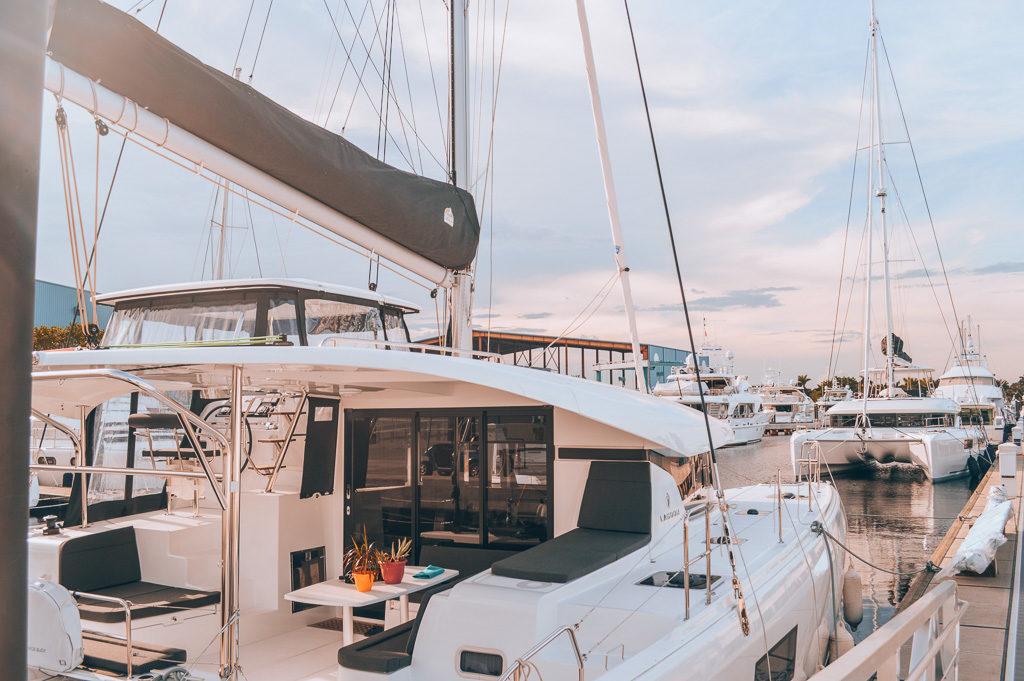¡Estamos viviendo en un velero, SV Paradise! Compramos un catamarán Lagoon 42 y cambiamos de RV para convertirnos en cruceros y, finalmente, cruceros.