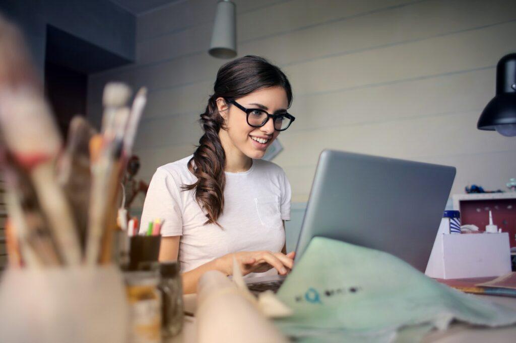 ¿Busca aumentar su productividad? Pruebe estos veinte trucos de mamá para ahorrar tiempo y dinero y hacer mucho más cada día.