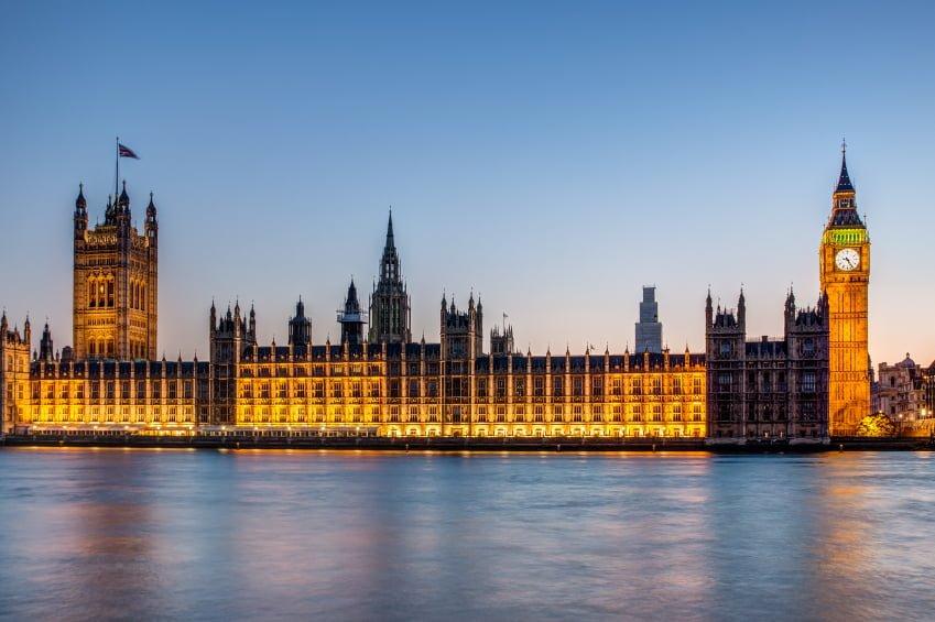 Cinco políticas polémicas de finanzas personales que los conservadores podrían seguir con su gran mayoría