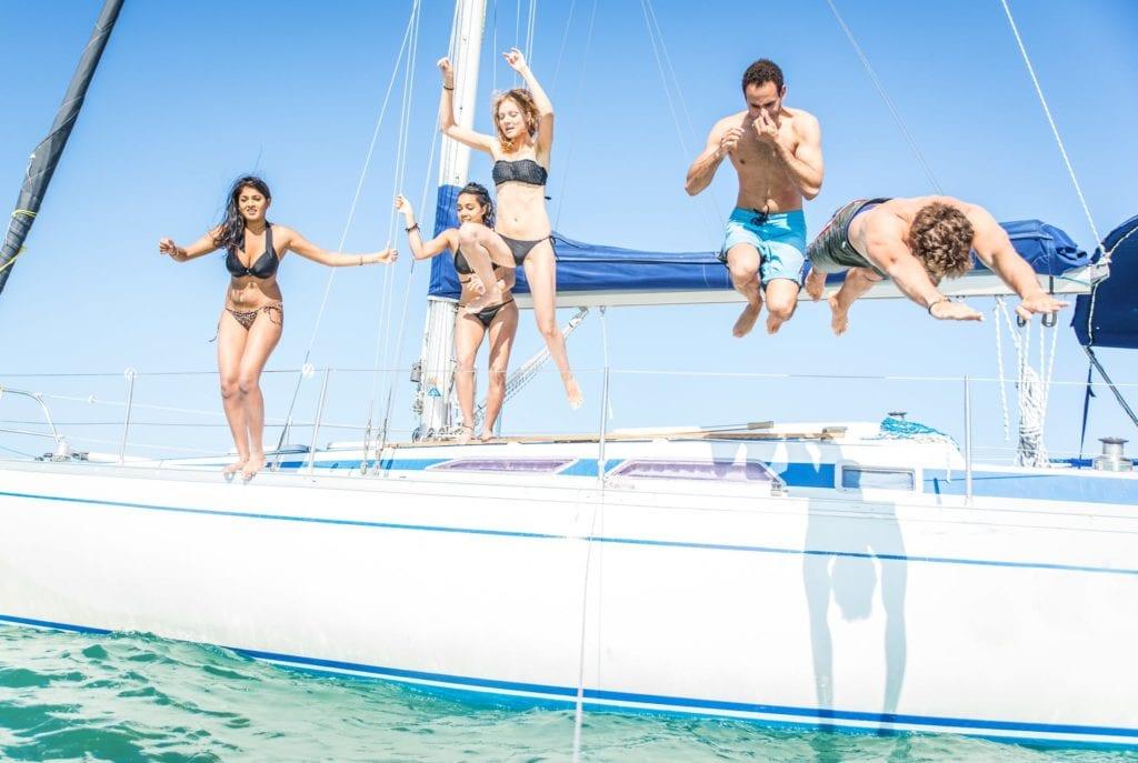 Maneras baratas de salir en bote este verano