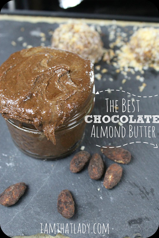 Si te encanta la mantequilla de almendras casera, entonces te encantará esta receta de mantequilla de chocolate y almendras. Me encanta mojar manzanas en esto, ¡solo anuncia un poco más de dulzura! ¡Esta receta también es rápida y fácil!