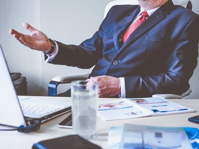 Cómo tomar decisiones comerciales efectivas como gerente
