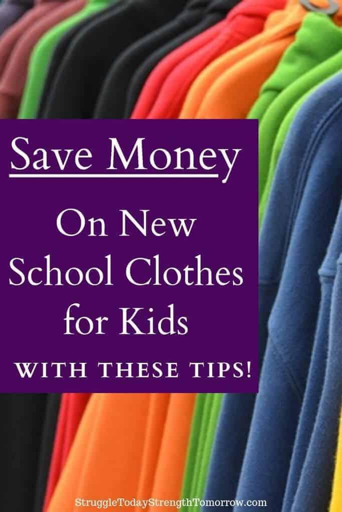 Comprar ropa de regreso a la escuela para sus hijos puede ser un gran gasto. ¡Ahorre dinero en ropa escolar nueva para niños con estos consejos! Haga clic para ver cómo puede ahorrar en grande. #savingmoney #backtoeschool #school #kidsclothes #frugaliving