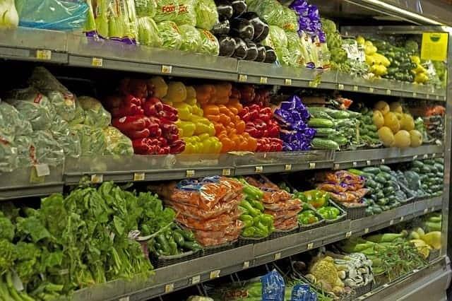 """no compre productos húmedos para ahorrar dinero """"srcset ="""" https://www.struggletodaystrengthtomorrow.com/wp-content/uploads/2019/03/dont-buy-wet-produce-to-save-money.jpg 640w, https: //www.struggletodaystrengthtomorrow.com/wp-content/uploads/2019/03/dont-buy-wet-produce-to-save-money-300x200.jpg 300w, https://www.struggletodaystrengthtomorrow.com/wp-content /uploads/2019/03/dont-buy-wet-produce-to-save-money-20x13.jpg 20w """"tamaños ="""" (ancho máximo: 640px) 100vw, 640px"""