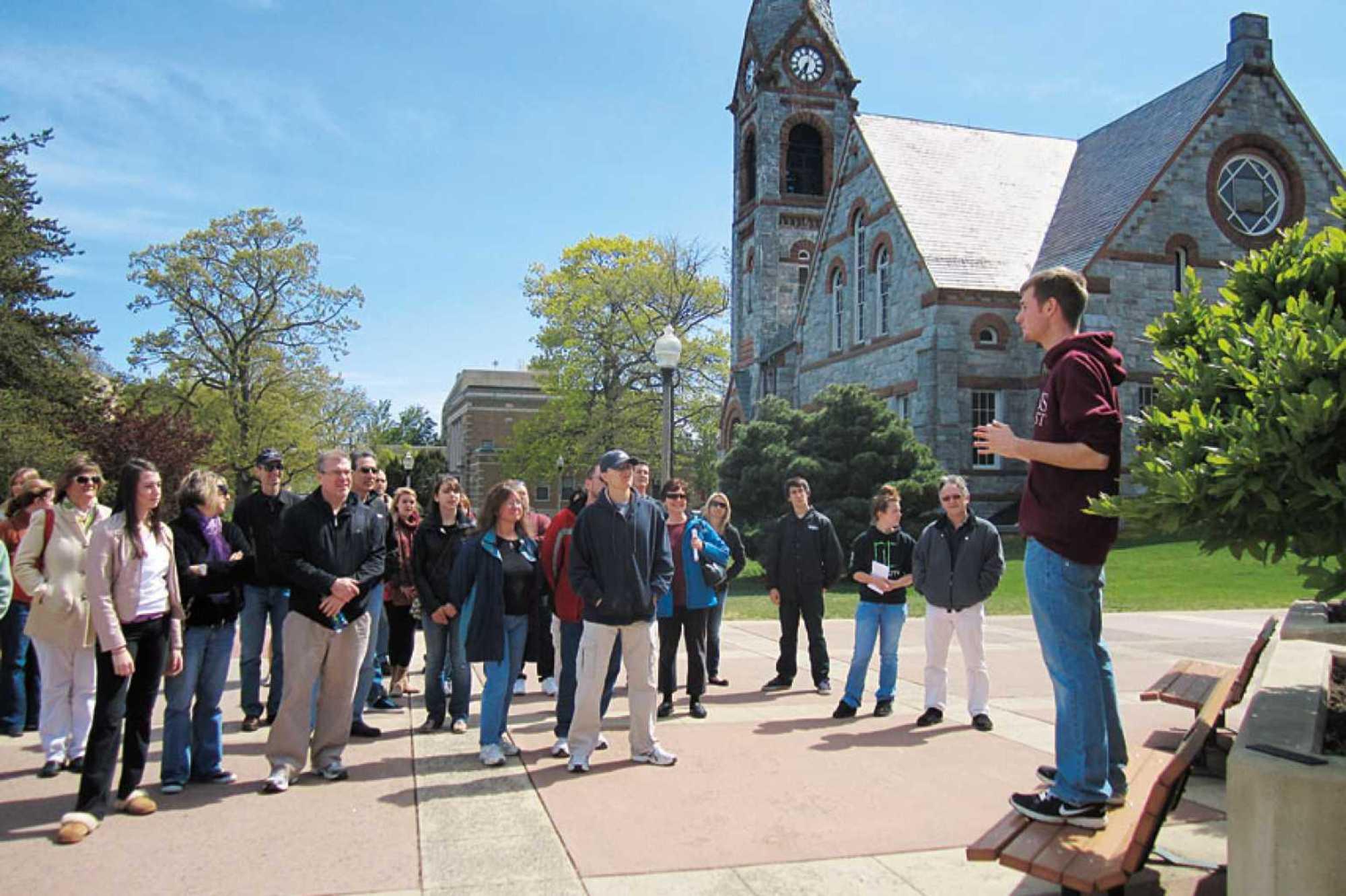 verano-trabajos-para-estudiantes-universitarios-guía-turística