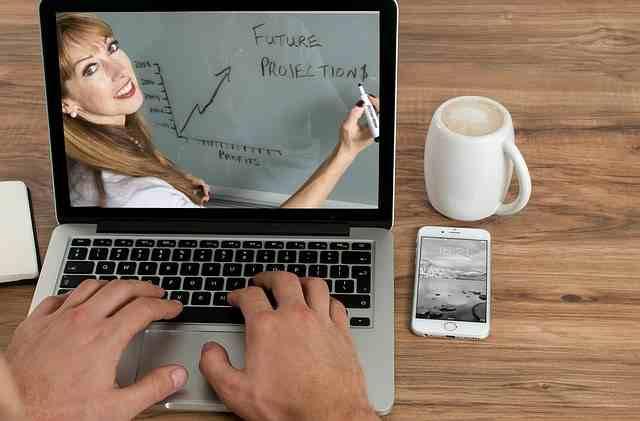 mira videos en línea a través de un teléfono inteligente para ganar dinero