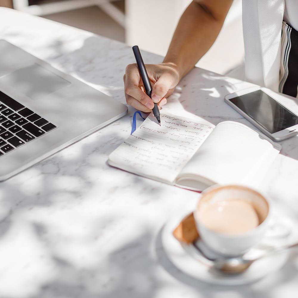 Cómo convertirse en un escritor independiente (¡y ganar dinero!)