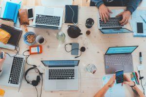 Cómo trabajar en línea sin experiencia. thinkmaverick
