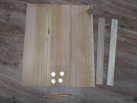 1 Paso 1: Reúna los artículos. 4 cuartos 2 tablas b1x2 y tus 3 tablas de cedro.