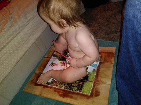 1 Retire al bebé ayudante del proyecto o trabaje alrededor de él y su trasero peludo.