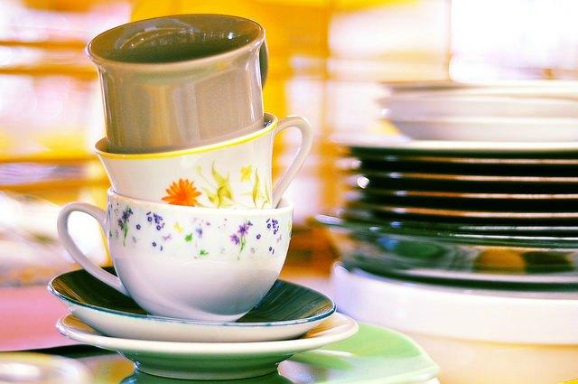 tazas de té de la tienda de segunda mano