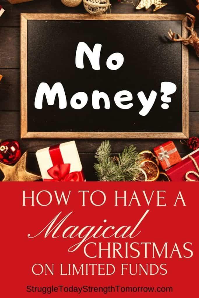 ¿Sin dinero? Cómo tener una Navidad mágica con fondos limitados. Incluso si solo tiene el cambio en su bolsillo, puede organizar una Navidad mágica para su familia. Haga clic para ver cómo puede hacer que suceda. #frugalfamily #christmasbudget #christmas #holidayfunds #familyfun