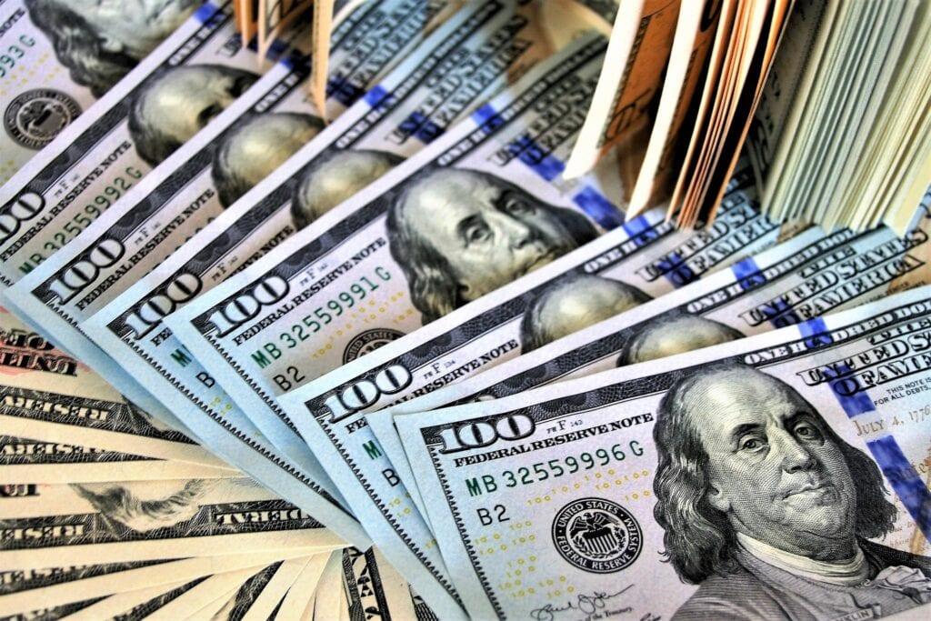 Costos de cierre al pagar todo el efectivo de una casa