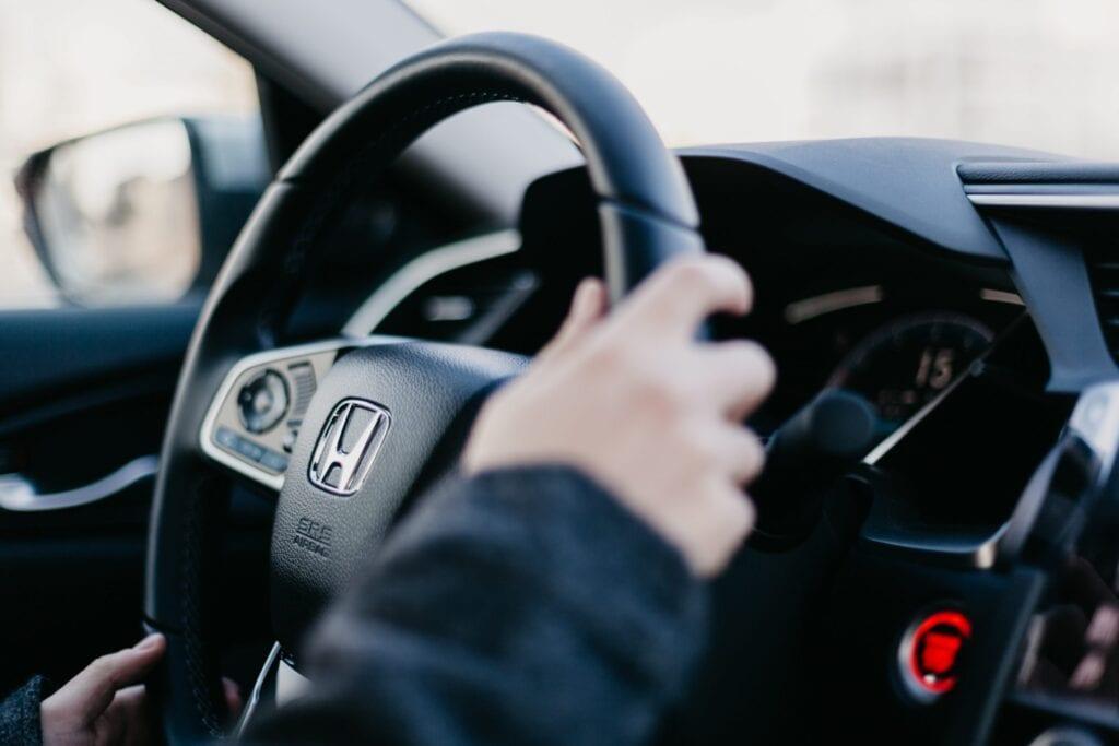 Revisiones de Carvertise: $ 100 / mes para conducir?