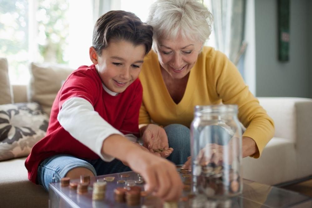 ¿Podemos abrir una cuenta de ahorro para nuestros nietos si viven en el extranjero?