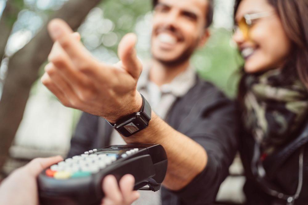 El uso de efectivo cae ya que más de la mitad de todos los pagos del Reino Unido ahora no tienen contacto