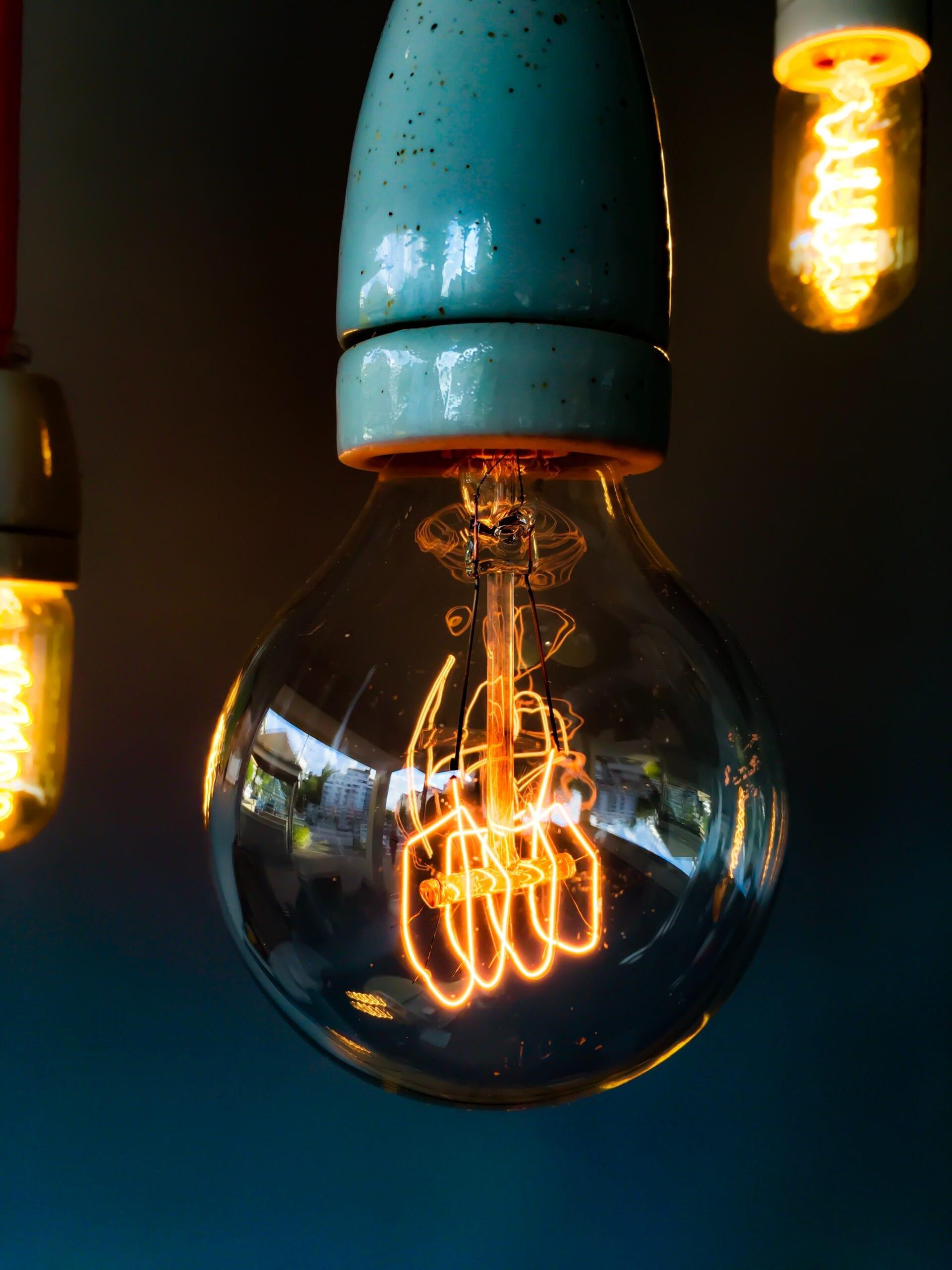 Gobierno propone pago de factura de electricidad de bajos ingresos