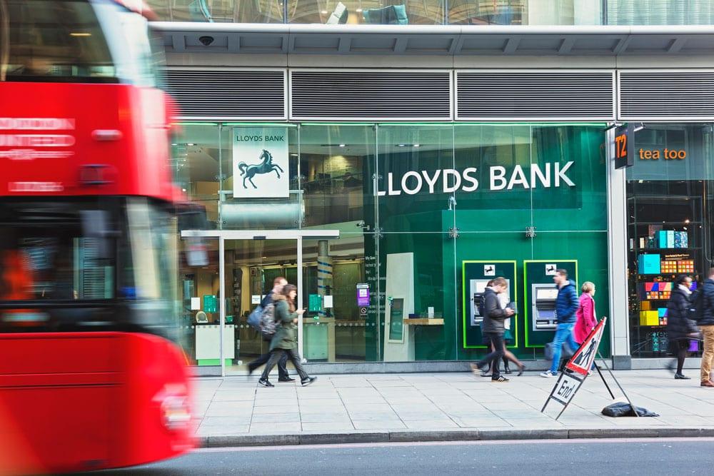 Lloyds multado con 64 millones por cobrar de más a los clientes hipotecarios